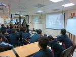 Enseignant et ses élèves au CDI du Collège St Marc Alexandrie-Avril 2014©cdussol